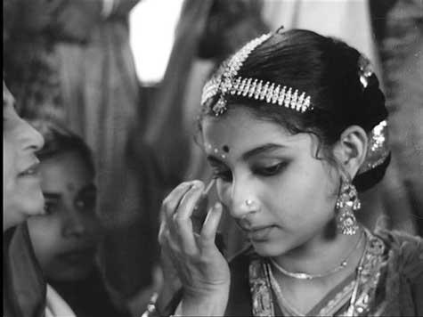 http://indpaedia.com/ind/images/2/24/Apur_Sansar_Sharmila_Tagore.jpg