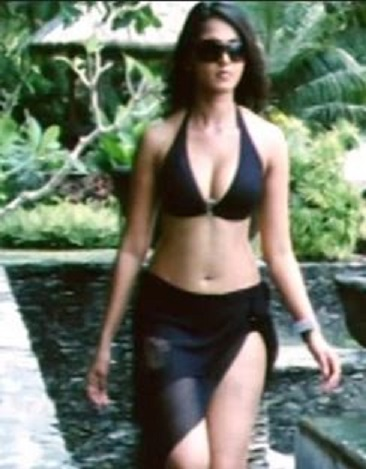 Anushka Bikini Scene